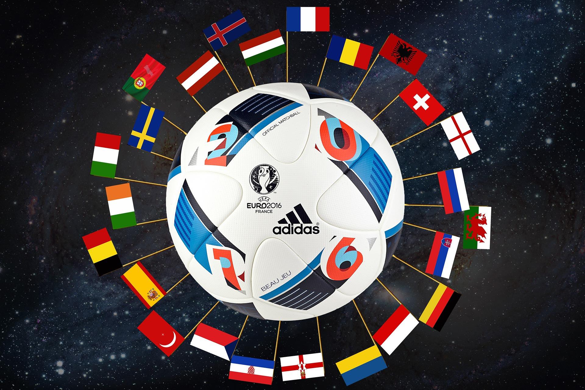 Ballon de l'euro 2016 avec des drapeaux