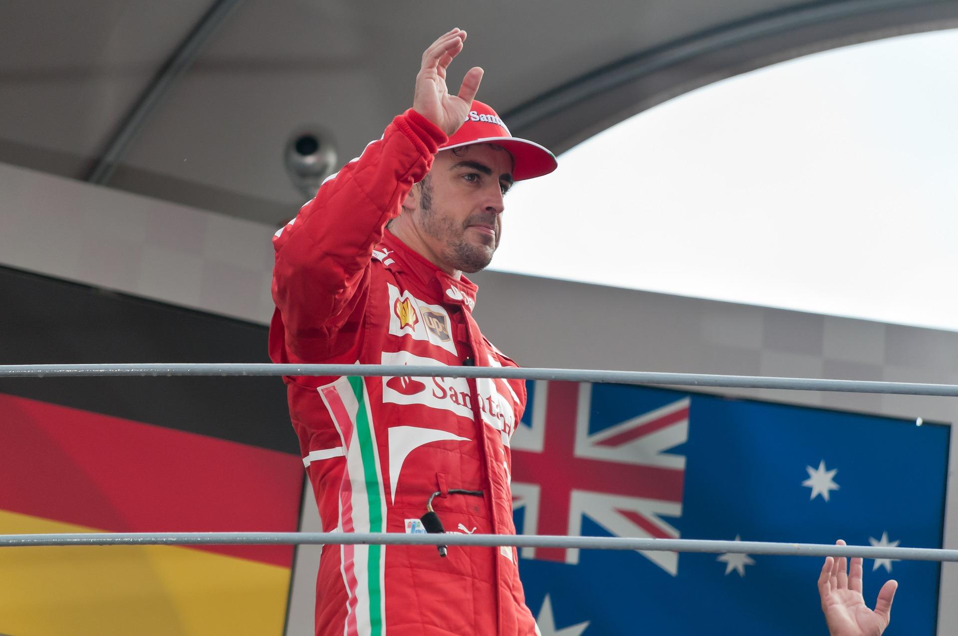 Alonso saluant la foule, formule 1