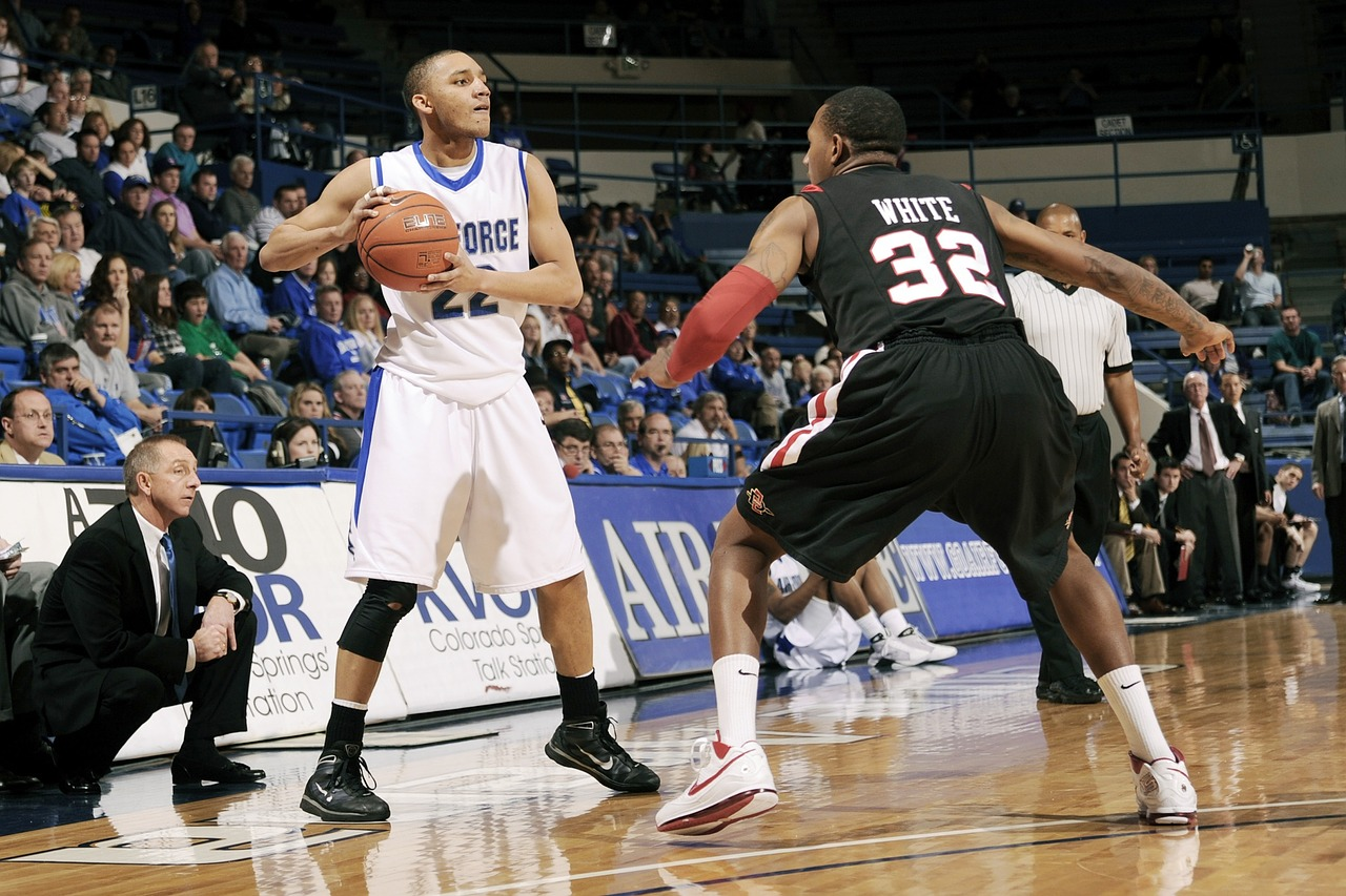 Joueurs de basketball en action